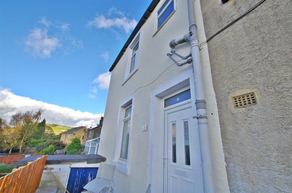 2 Bedrooms Terraced House for sale in Upper Range, Claremount