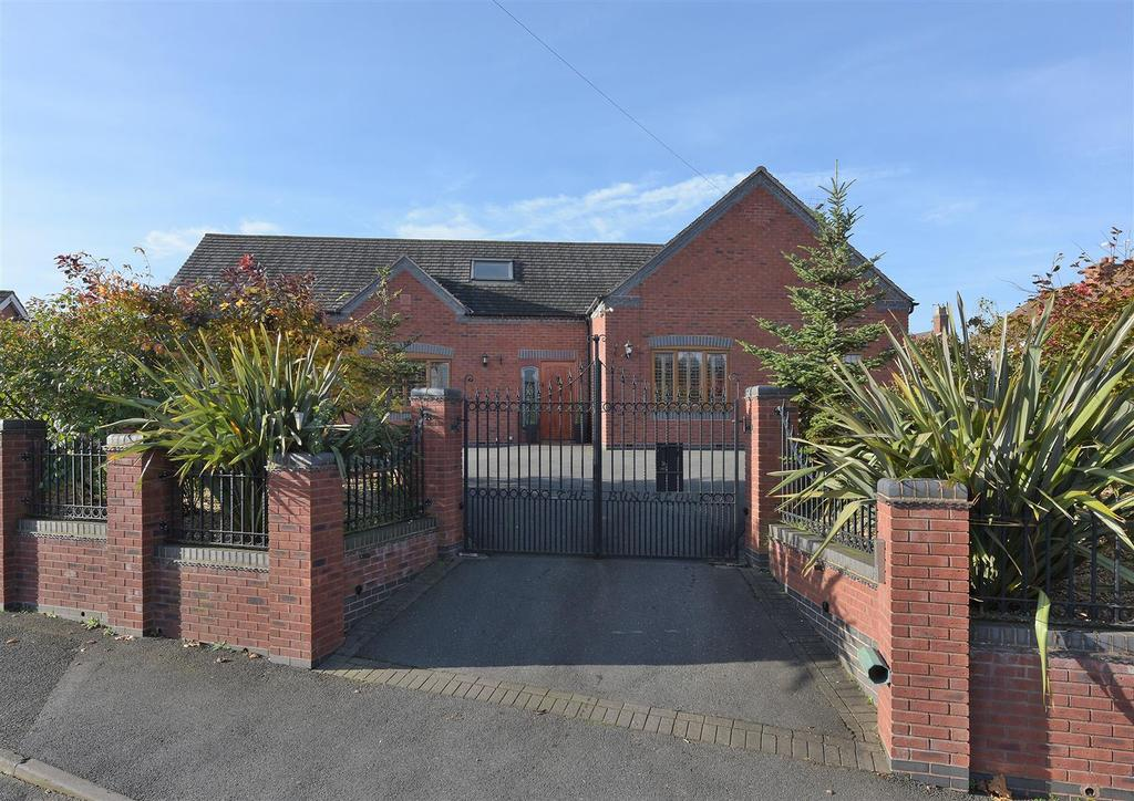 5 Bedrooms Detached House for sale in Casewell Road, Kingswinford