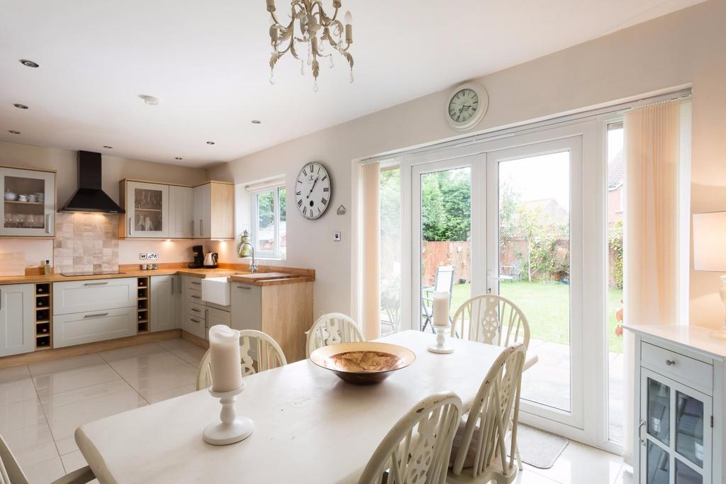 4 Bedrooms Detached Bungalow for sale in Fewston Drive, York