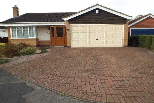 3 Bedrooms Bungalow for sale in Archer Crescent, Wollaton, Nottingham, NG8