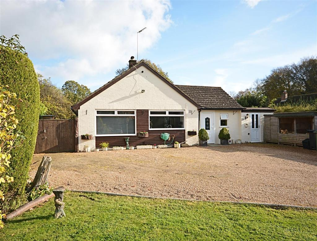 4 Bedrooms Detached Bungalow for sale in Hackwood, Robertsbridge