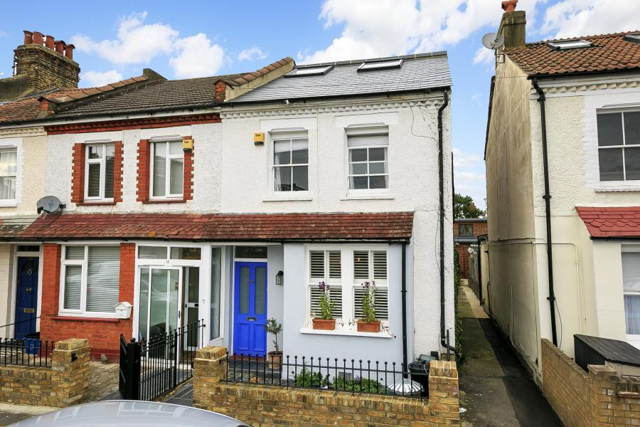 4 Bedrooms Terraced House for sale in Gould Road, Twickenham, TW2