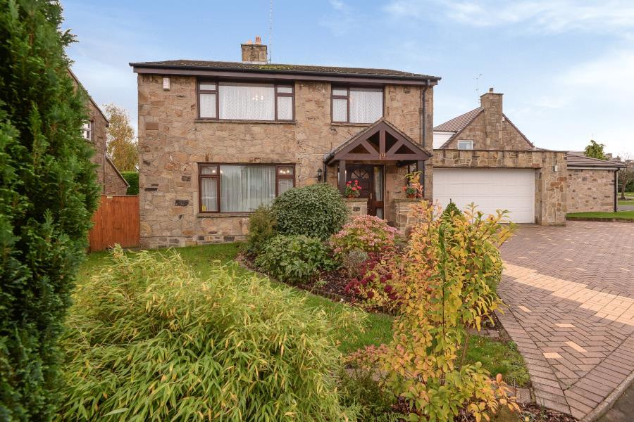 4 Bedrooms Detached House for sale in ASH HILL DRIVE, SHADWELL, LEEDS, LS17 8JT