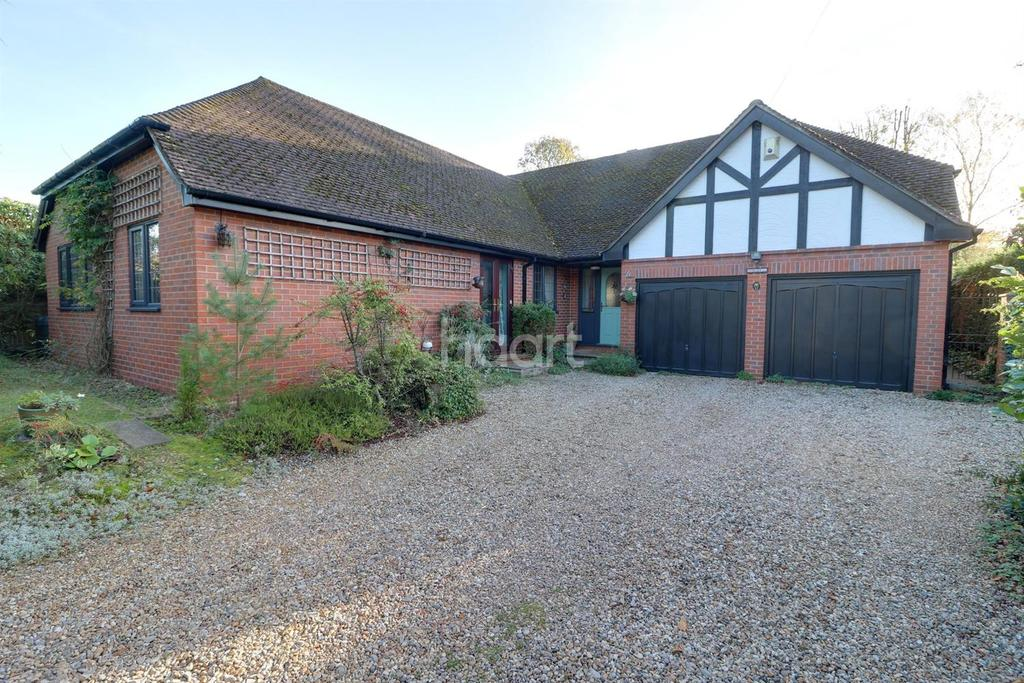 4 Bedrooms Bungalow for sale in Fairview Road, Healdey Down, Hampshire
