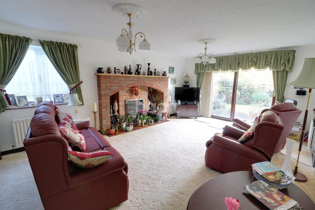 4 Bedrooms Bungalow for sale in Fairview Road, Headley Down, Hampshire
