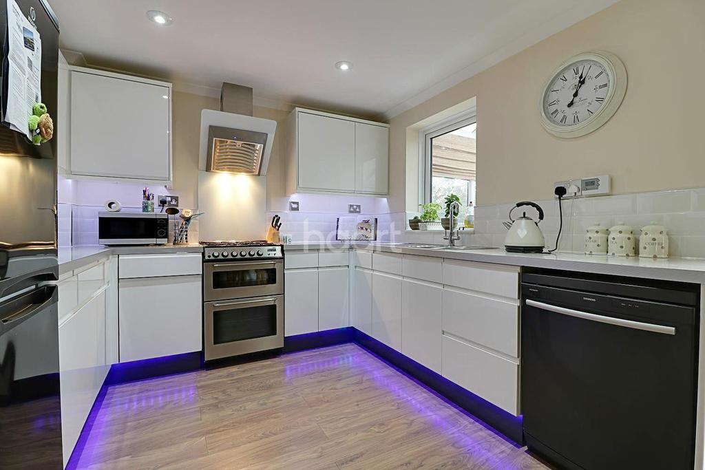3 Bedrooms Detached House for sale in Carey Close, Swindon, Wiltshire