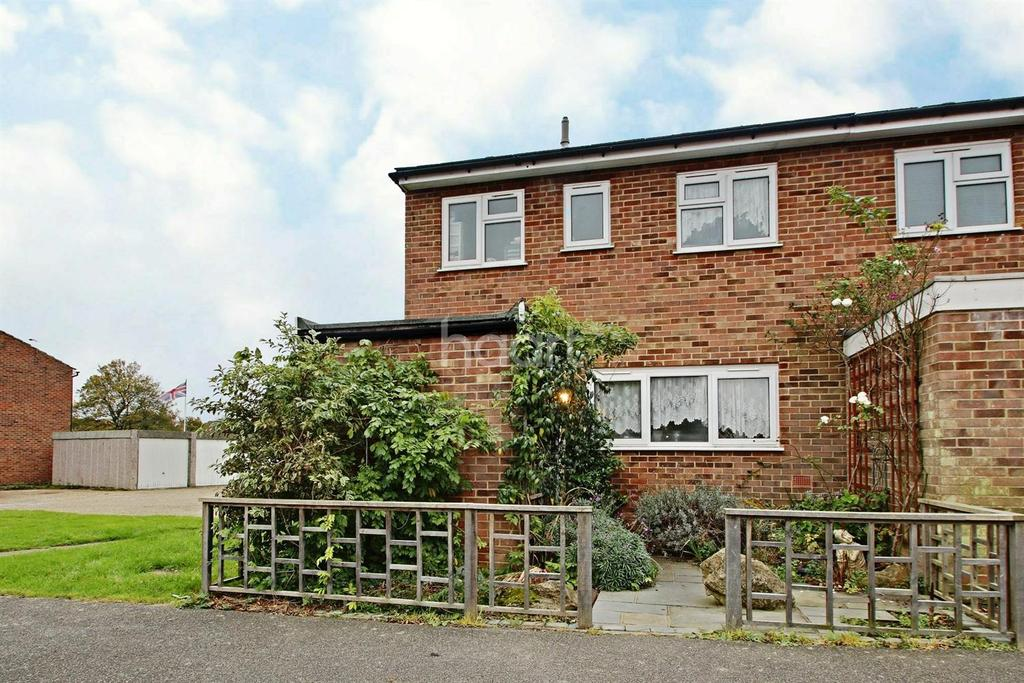 3 Bedrooms End Of Terrace House for sale in Nairne Close, Shadoxhurst, TN26 1NA