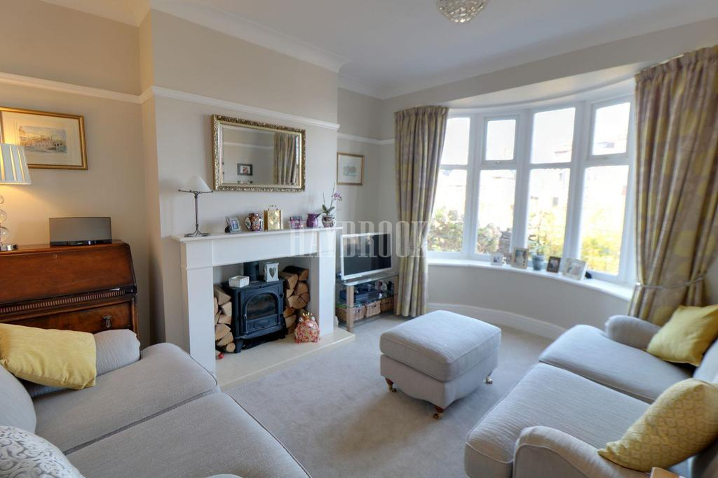 3 Bedrooms Semi Detached House for sale in Causeway Head Road, Dore, S17 3DS