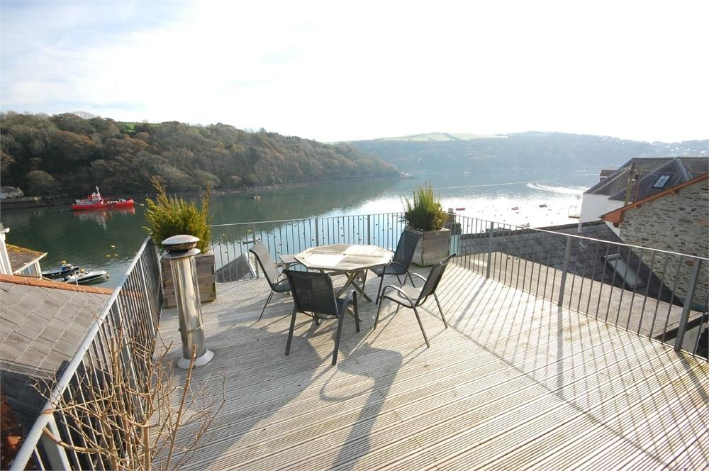 4 Bedrooms Terraced House for sale in 25 North Street, FOWEY, Cornwall