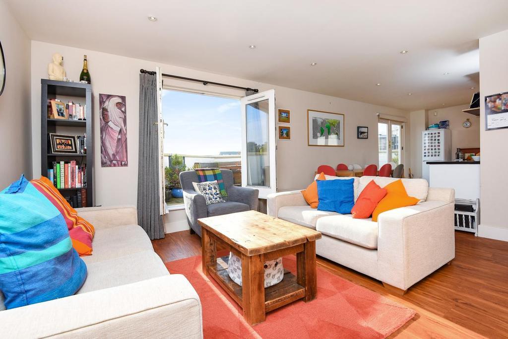 2 Bedrooms Flat for sale in Battersea High Street, Battersea