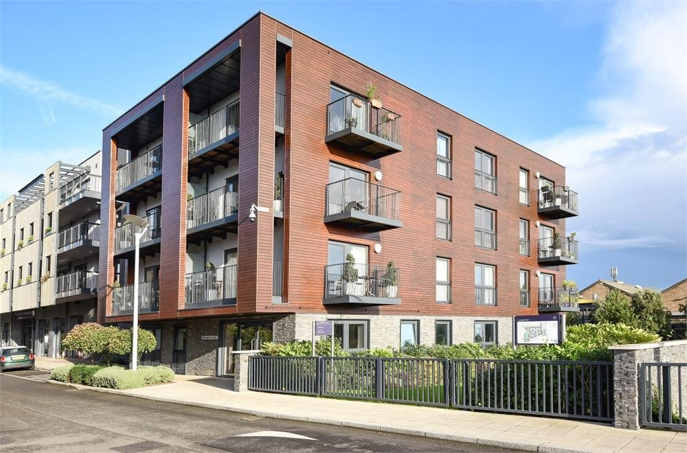1 Bedroom Flat for sale in Moore Court, Howard Road, Stanmore, Greater London