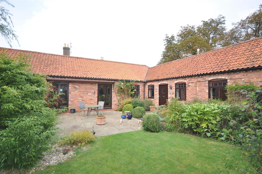 3 Bedrooms Barn Conversion Character Property for sale in Cromwell Farm Close, Cromwell