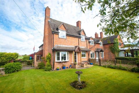3 bedroom cottage for sale - The Green, Elford