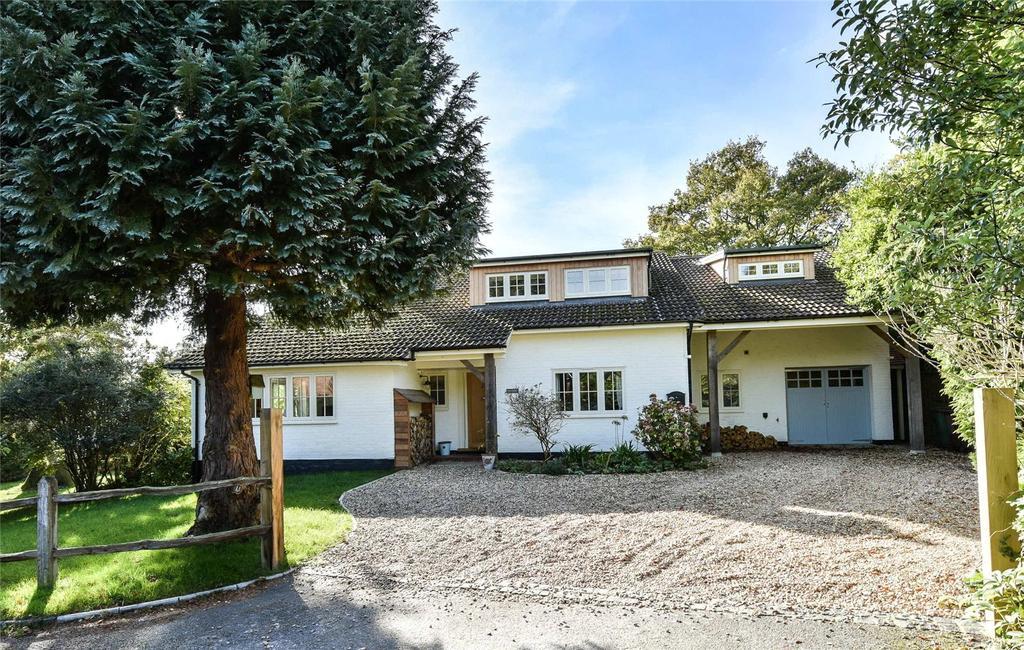 4 Bedrooms Detached House for sale in Little Court Close, Carron Lane, Midhurst, West Sussex, GU29