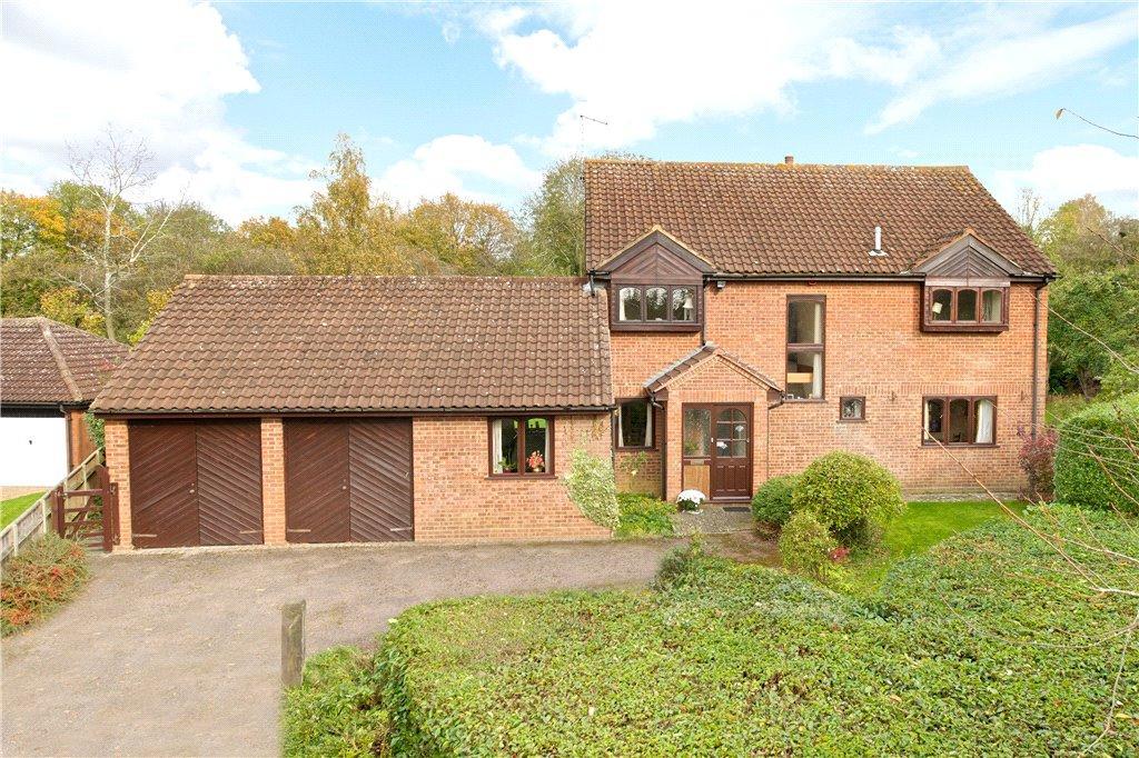 4 Bedrooms Detached House for sale in Tudor Gardens, Stony Stratford, Milton Keynes, Buckinghamshire