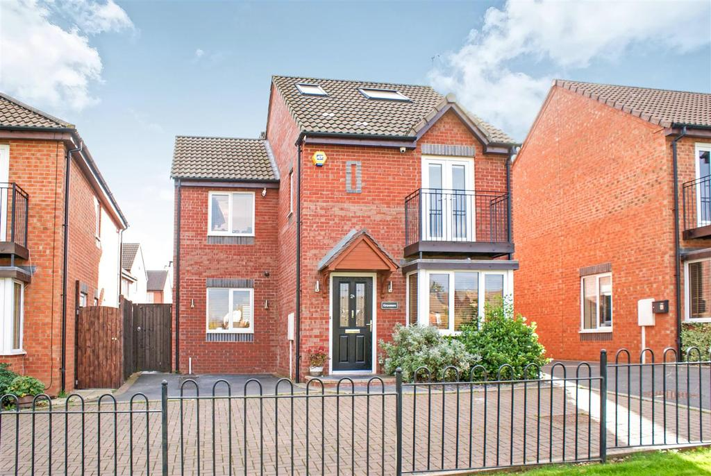 4 Bedrooms Detached House for sale in St. Fremund Way, Leamington Spa