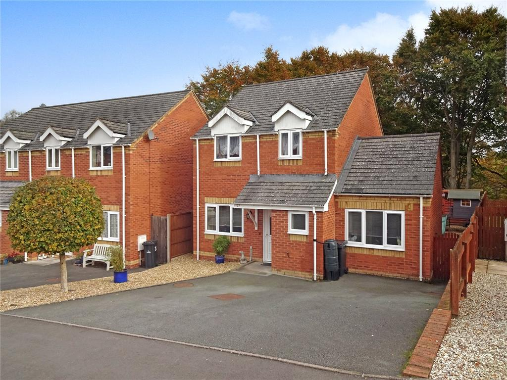 3 Bedrooms Detached House for sale in Oaklands Park, Newtown, Powys