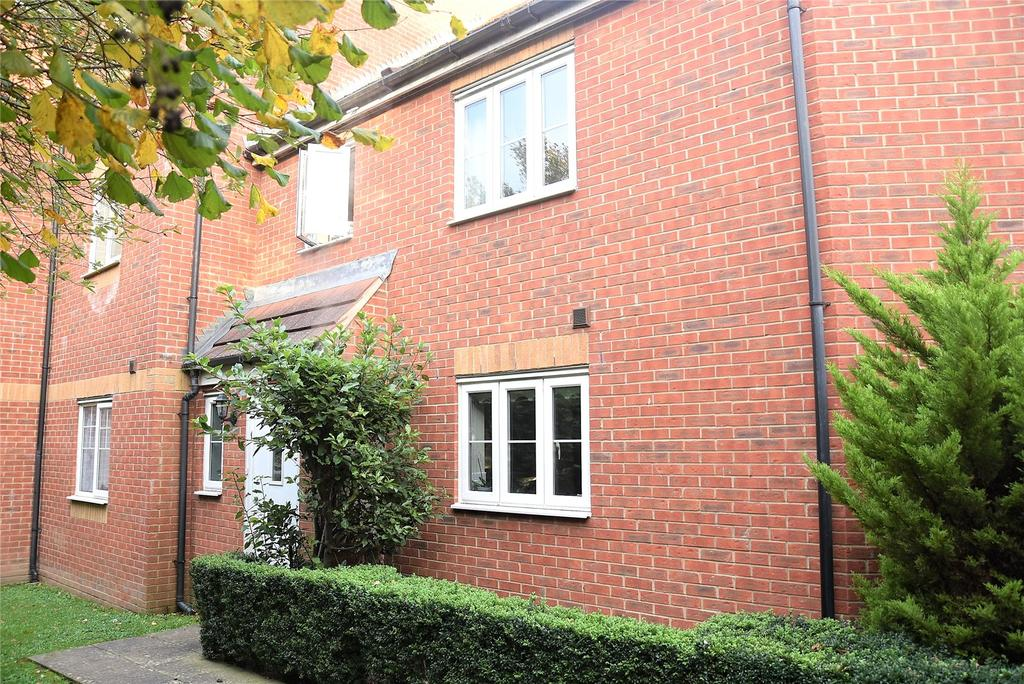 2 Bedrooms Terraced House for sale in Kestrels Mead, Tadley, Hampshire, RG26
