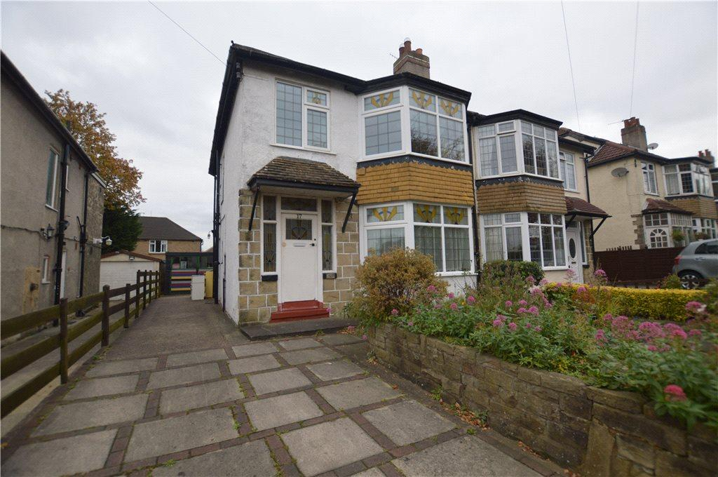 3 Bedrooms Semi Detached House for sale in Woodbourne Avenue, Leeds, West Yorkshire
