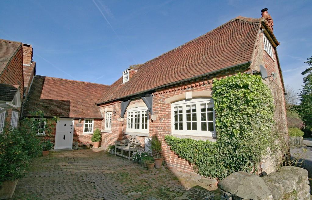 3 Bedrooms Barn Conversion Character Property for sale in Nr. Wisborough Green, West Sussex
