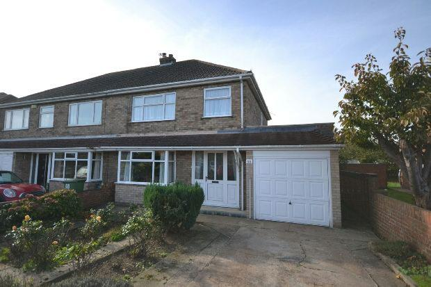3 Bedrooms Semi Detached House for sale in Hardys Road, Cleethorpes