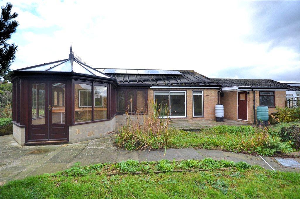 2 Bedrooms Detached Bungalow for sale in Hall Moor Close, Kirklevington, Yarm