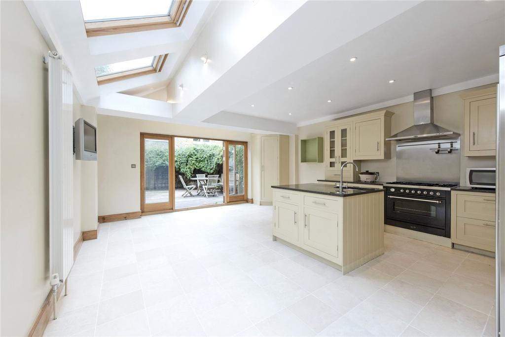 5 Bedrooms Terraced House for sale in Broxash Road, London, SW11