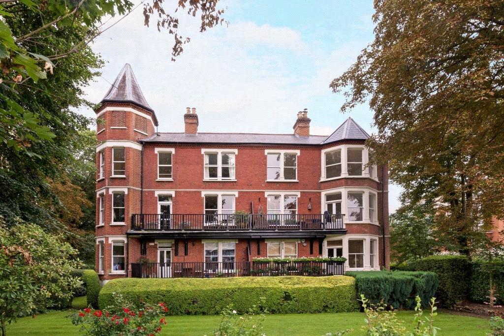 2 Bedrooms Flat for sale in Richmond Mansions, Denton Road, Twickenham, TW1