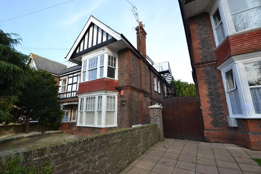 2 Bedrooms Flat for sale in Shakespeare Road, Worthing, West Sussex, BN11 4AS