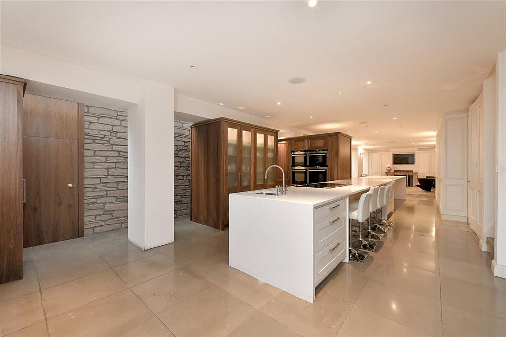 8 Bedrooms House for sale in Charles Street, London, W1J