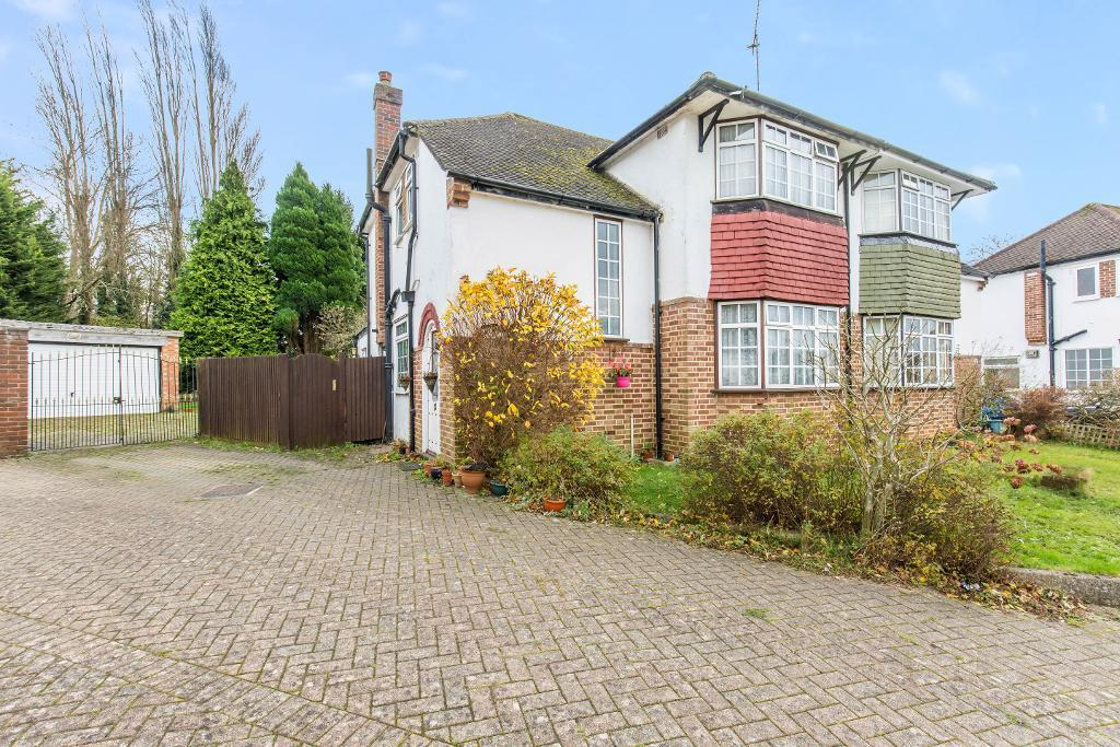 3 Bedrooms Semi Detached House for sale in Kingswood Avenue, Sanderstead, Surrey, Cr2 9DQ