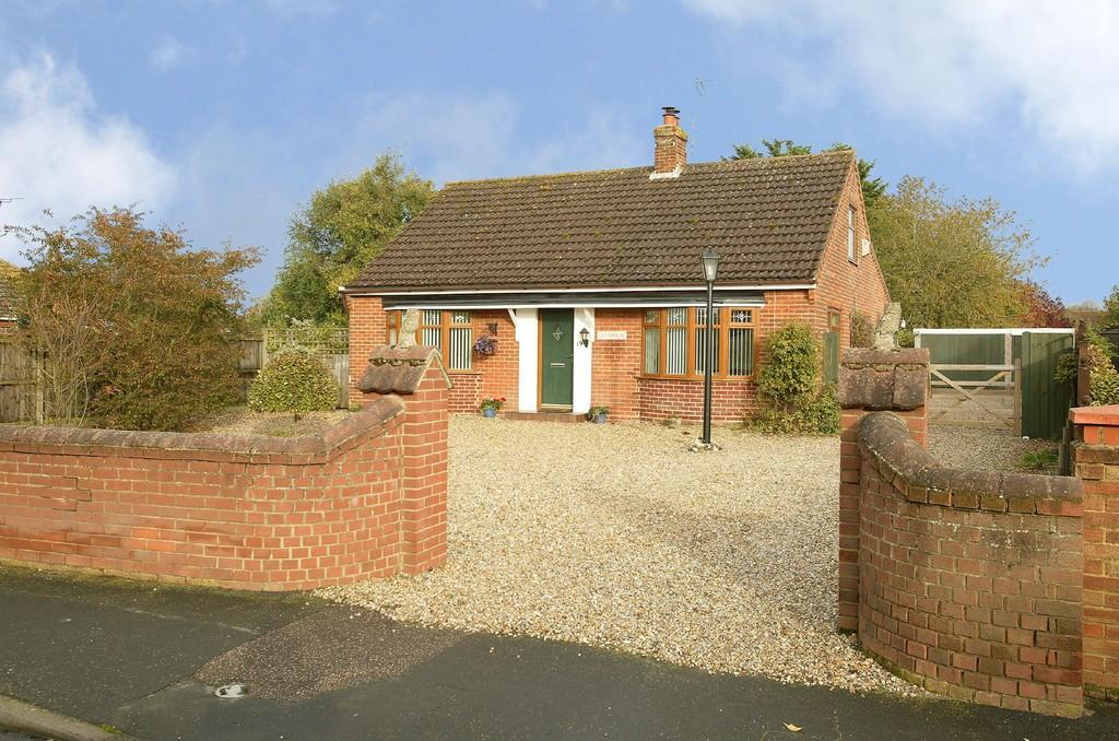 2 Bedrooms Detached Bungalow for sale in Westfield Road, Dereham