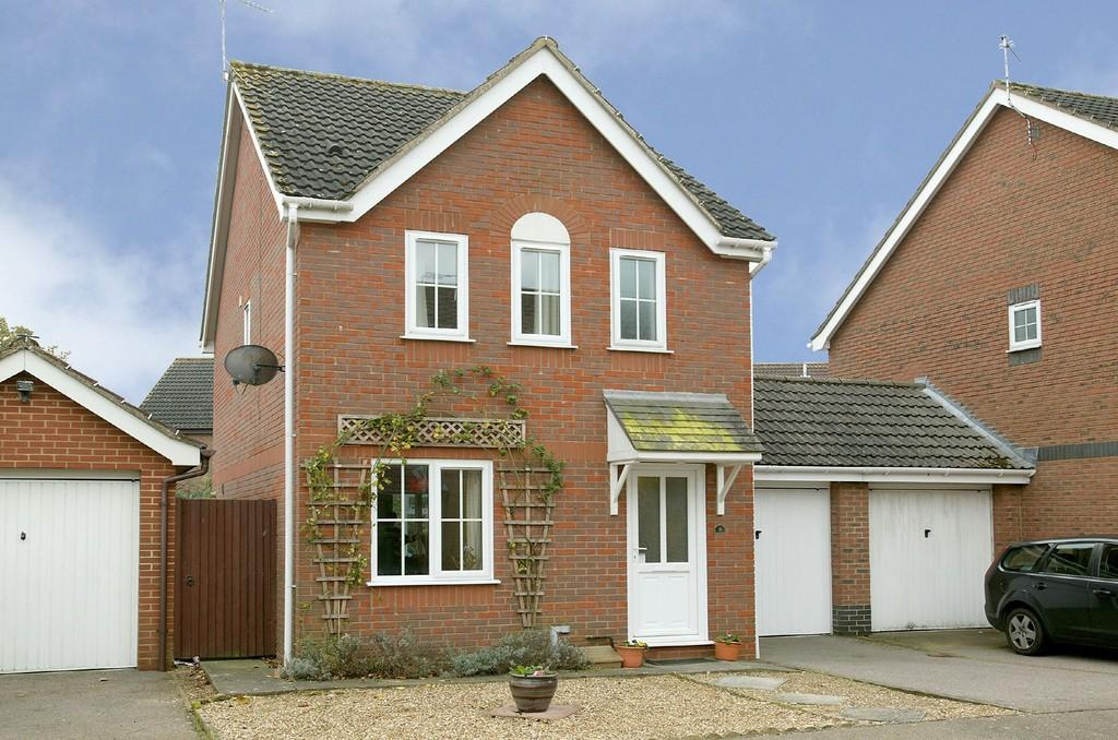3 Bedrooms Detached House for sale in Rowton Heath, Norwich