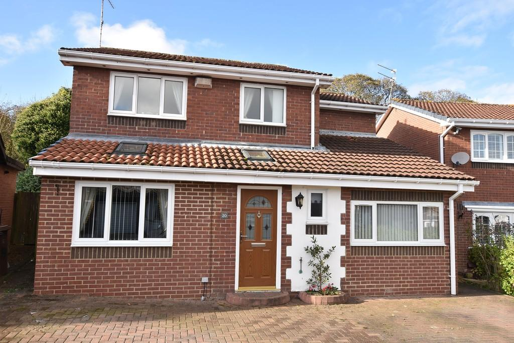 4 Bedrooms Detached House for sale in Sheringham Close, Blakeney Wood