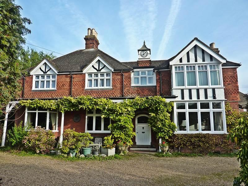 6 Bedrooms Detached House for sale in BOURNE END