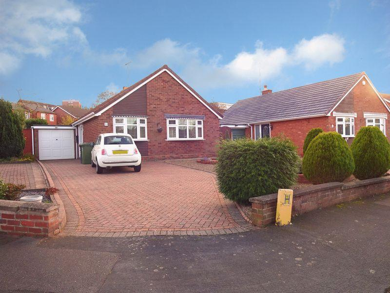 2 Bedrooms Bungalow for sale in Lyndhurst Drive, Kidderminster DY10 2PT
