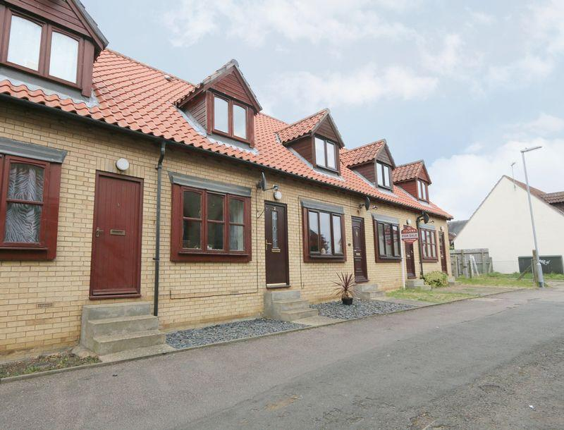 2 Bedrooms Terraced House for sale in Middle Close, Stretham