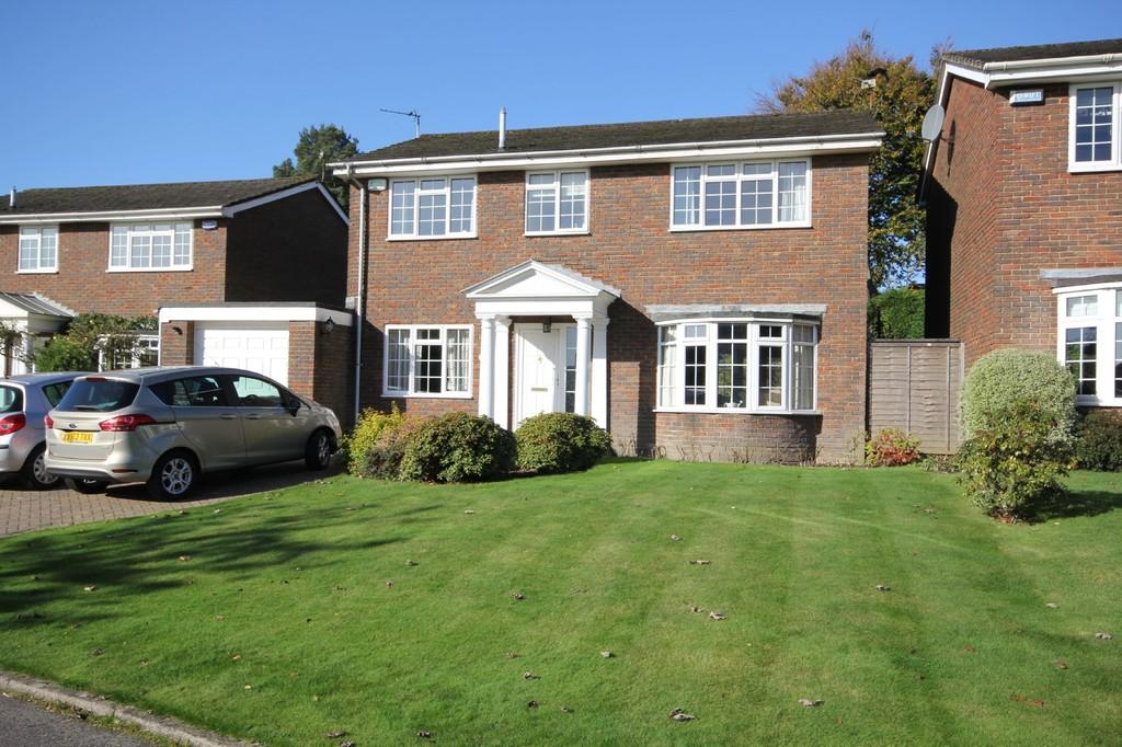4 Bedrooms Detached House for sale in Woodside, Crowborough