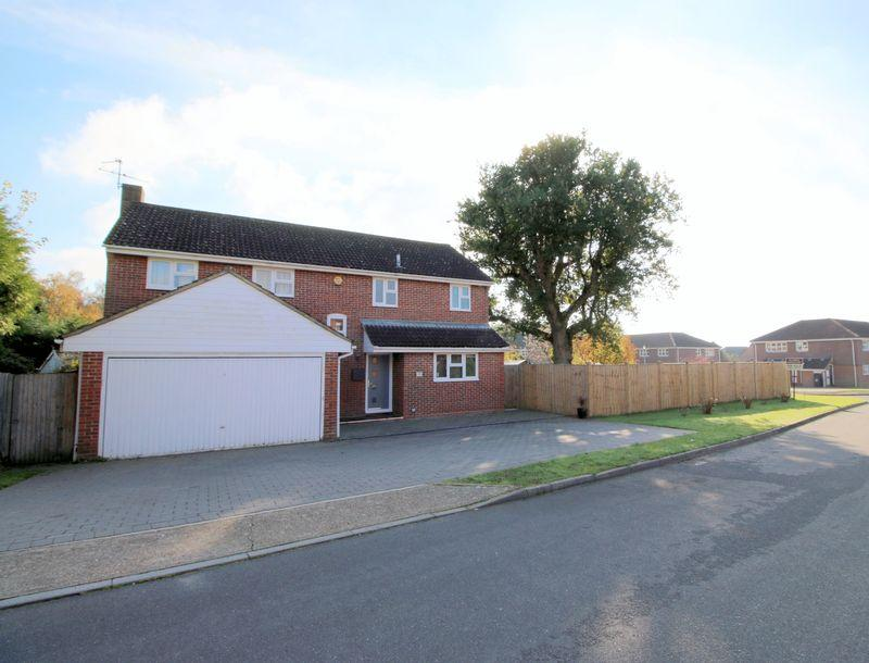 4 Bedrooms Detached House for sale in The Paddock, Maresfield, East Sussex