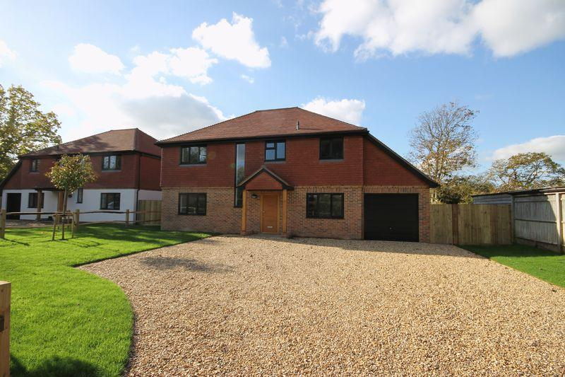 4 Bedrooms Detached House for sale in Hickstead Lane, Hickstead, West Sussex