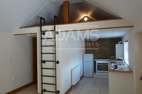 Studio to rent - Woodend Road, Winton, Bournemouth