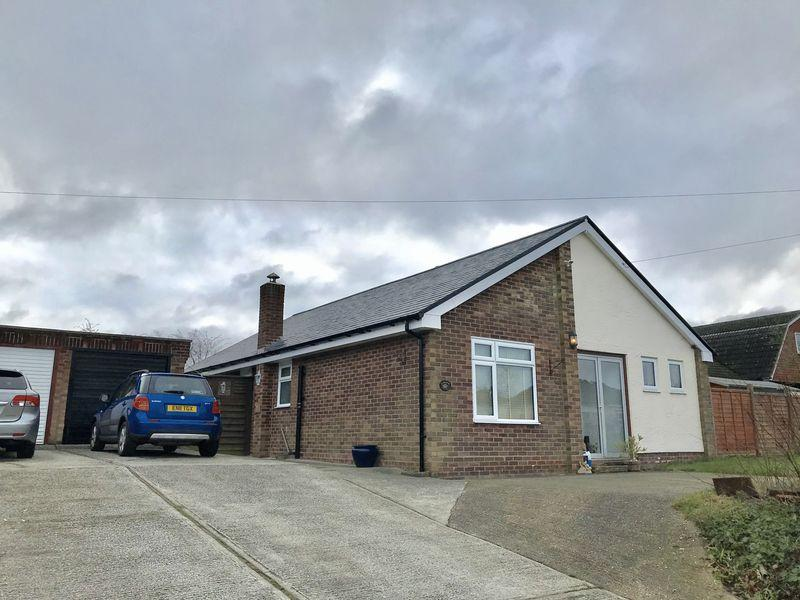 3 Bedrooms Bungalow for sale in Cannons Lane, Hatfield Broad Oak, Bishops Stortford