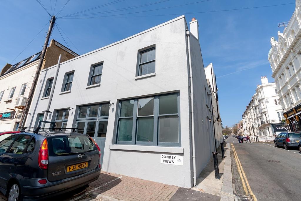3 Bedrooms End Of Terrace House for sale in Brunswick Street East, Hove, BN3
