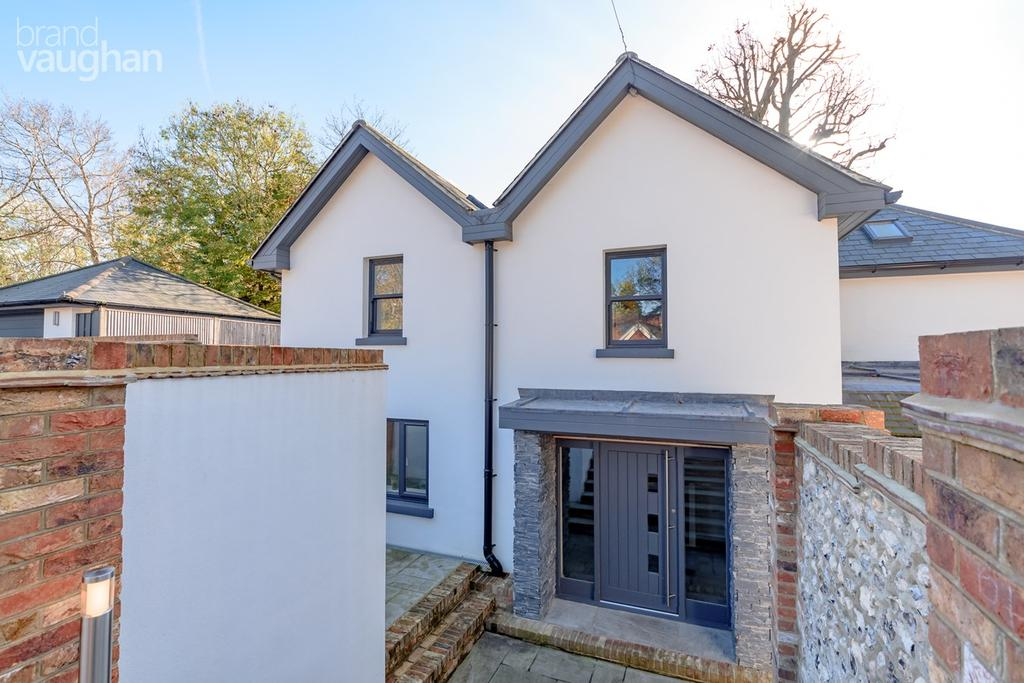4 Bedrooms Detached House for sale in Ballards Mill Close, Brighton, BN1