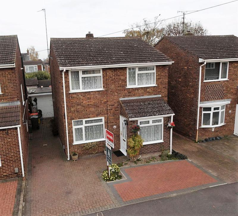 4 Bedrooms Detached House for sale in Cemetery Road, Houghton Regis