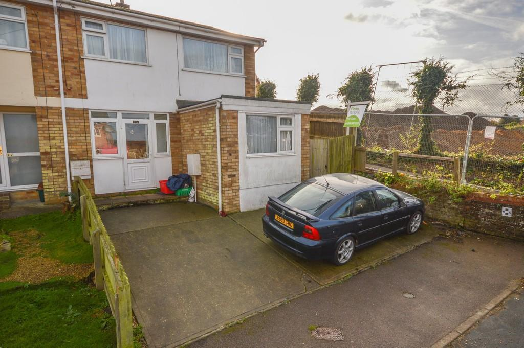 4 Bedrooms Semi Detached House for sale in Dockfield Avenue, Dovercourt