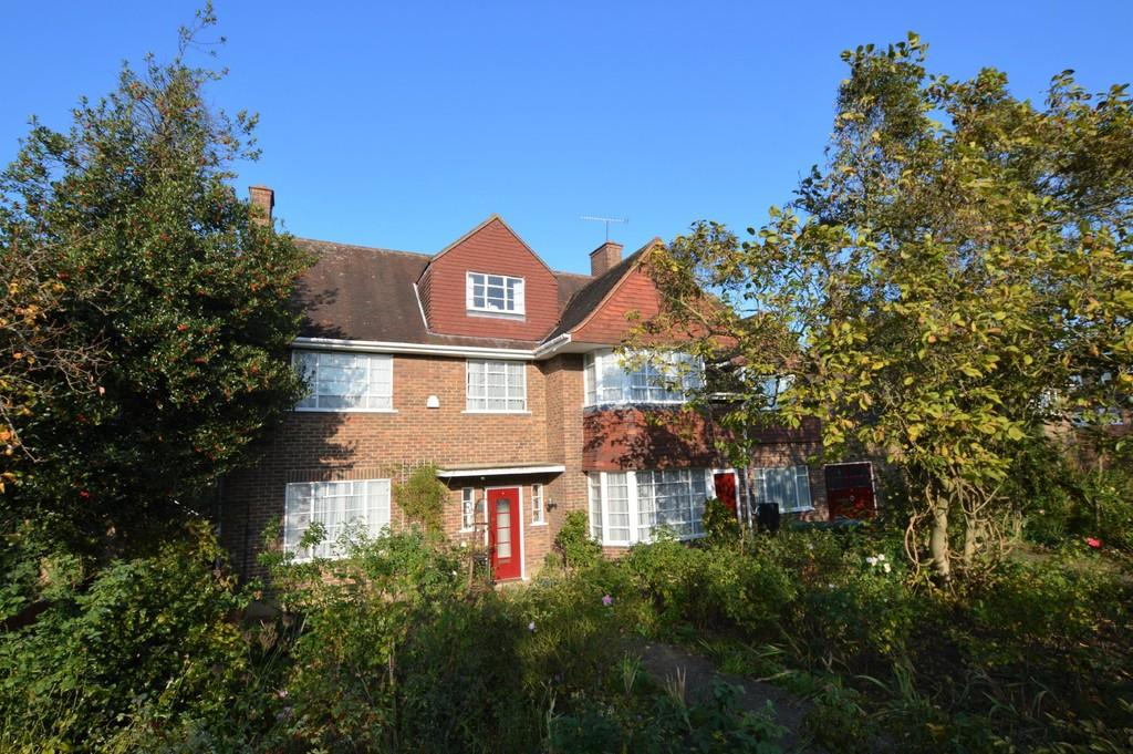 6 Bedrooms Detached House for sale in Kings Orchard, Eltham SE9