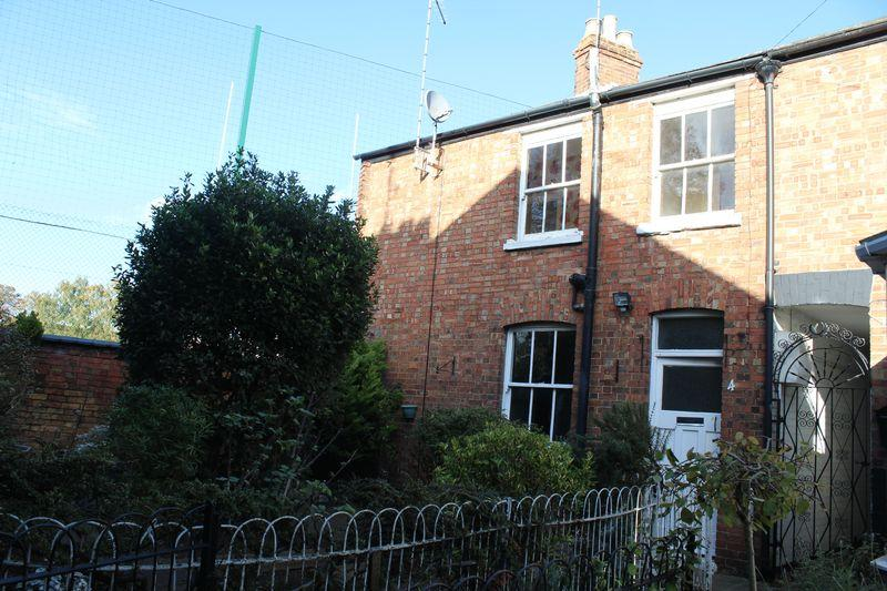 2 Bedrooms Semi Detached House for sale in East Street, Stamford