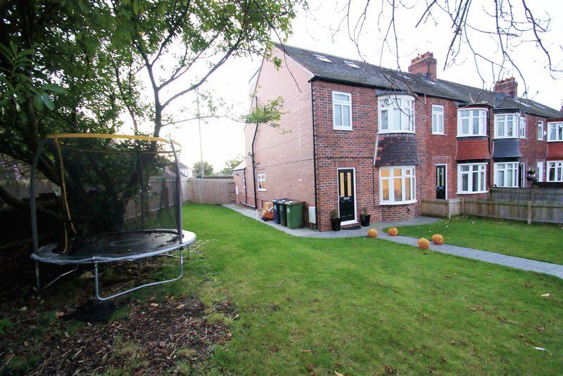 5 Bedrooms Terraced House for sale in Skippers Lane, Middlesbrough