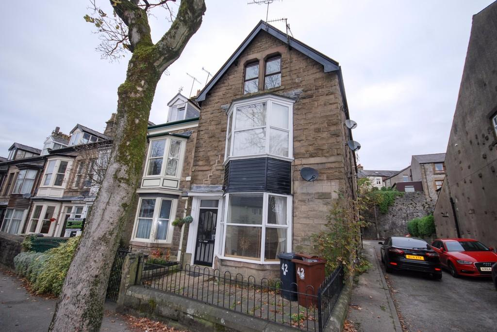 2 Bedrooms Flat for sale in West Road, Buxton